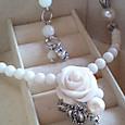白いバラのネックレス