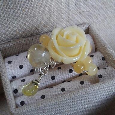黄色いバラのリング