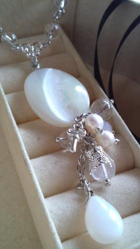 白いカギのネックレス