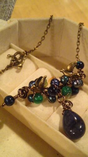 ことりと青い石のネックレス