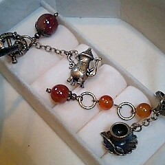 紅茶色の石のネックレスとブレスレット