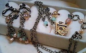 巣箱のネックレスとイヤリング