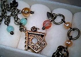 巣箱のネックレス